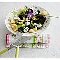 Salade bleu, feuilles de chêne,poire, miel, pignons de pin, herbes salade, cranberries