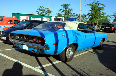 Dodge_challenger_340_2door_hardtop_coup__de_1972__Rencard_du_Burger_King_juin_2010__02