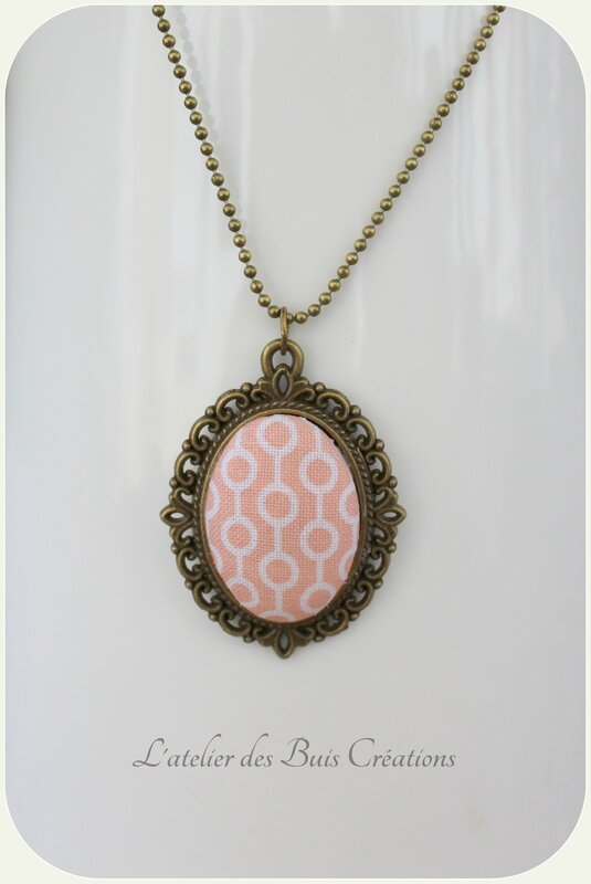 Collier_cabochon_rose