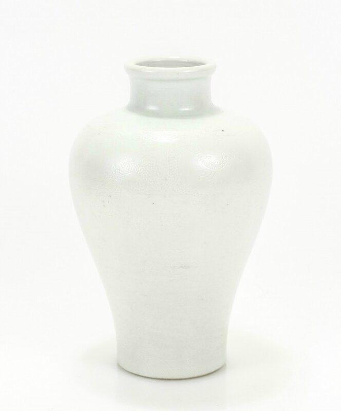 Chinese Ming Dynasty porcelain vase, meiping form, from the Chenghua period (1465-1487)