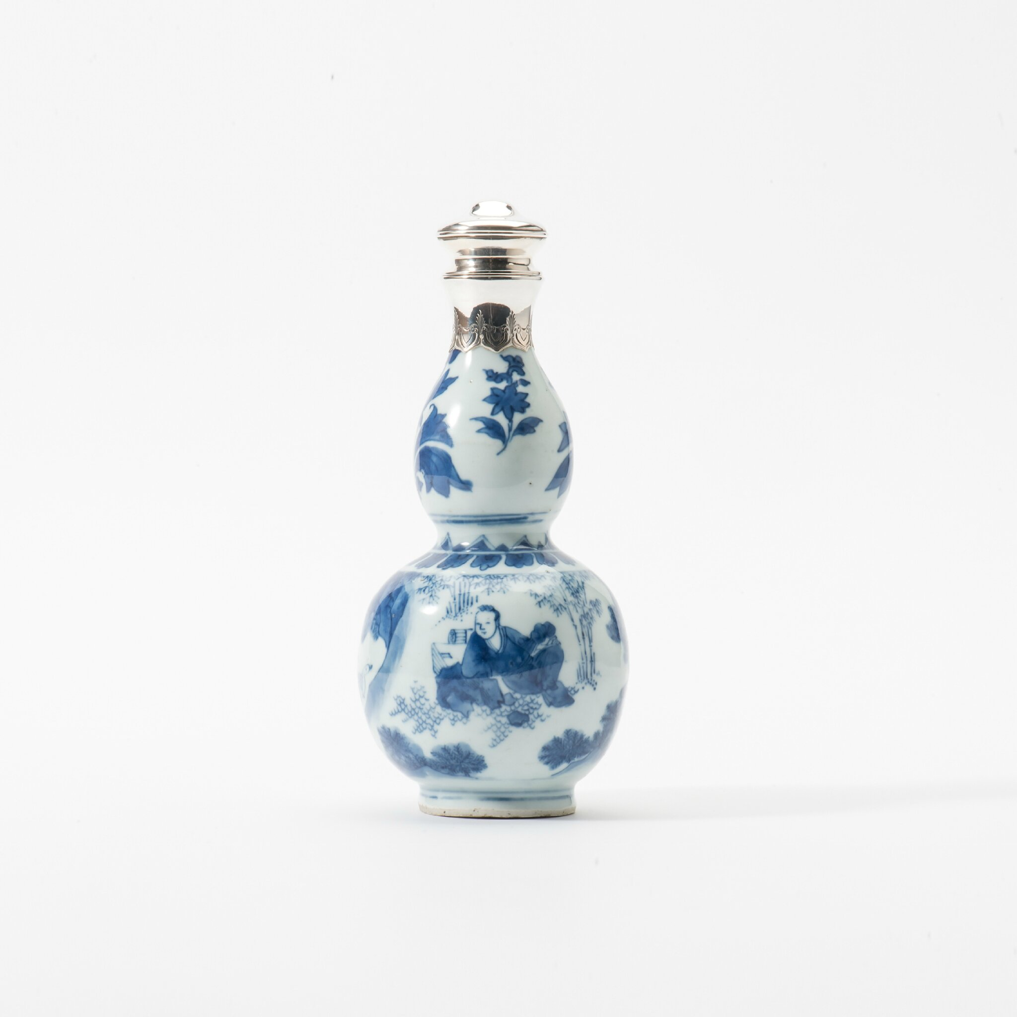 A gourd-shaped blue and white vase, Chongzhen period (1627-1644)