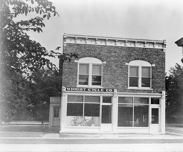 719px-Wright_Brothers_Bicycle_Shop_-_GPN-2003-00068