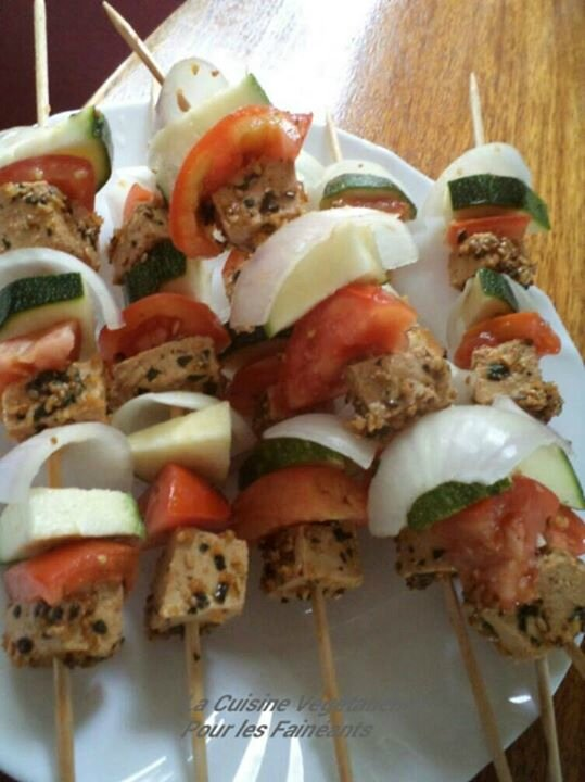 BROCHETTES TOFU AVANT DS ASSIET