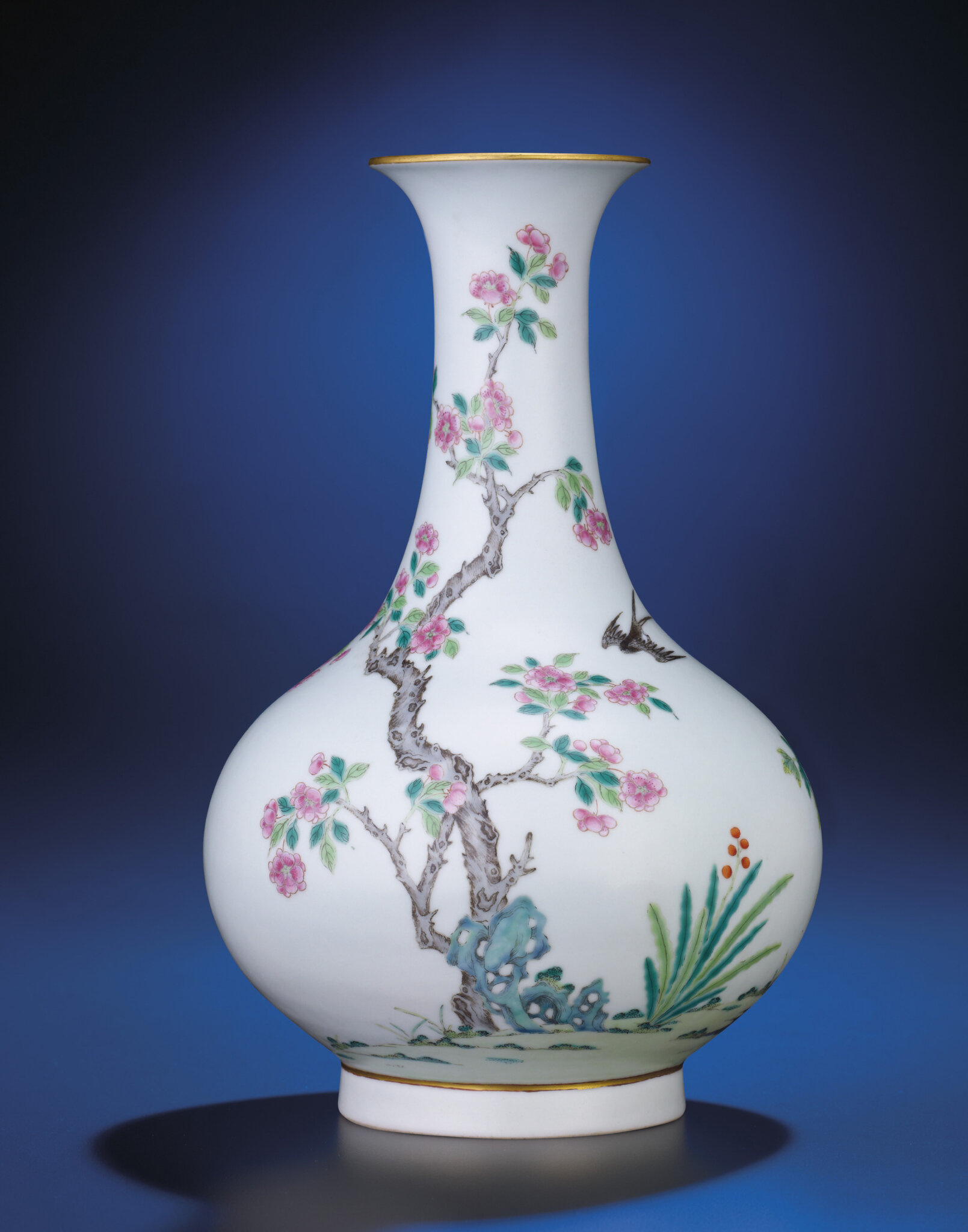 A finefamille rose'bird and flower' baluster vase, Daoguang period (1821-1850), four-charactershendetang zhimark in iron-red