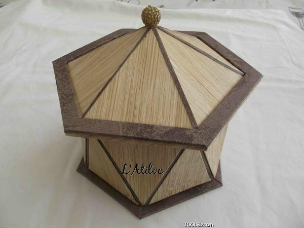 Ma boite Hutte en papier peint, à base de triangles .© Copyright