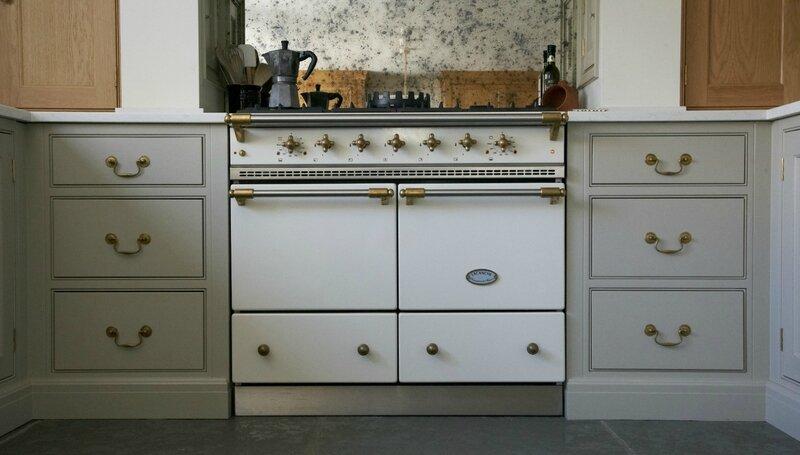 Classic-English-Cottage-Kitchen-Humphrey-Munson-4