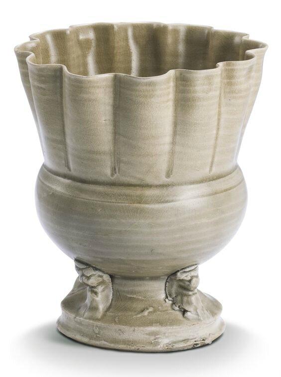 A 'Yue' celadon-glazed jar, Five dynasties-Song dynasty (907-1279)