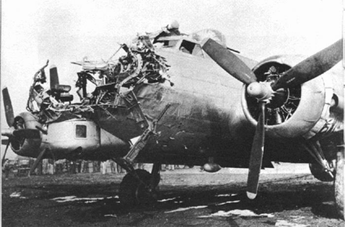 the-most-amazing-landings-of-boeing-b17-flying-fortress-12