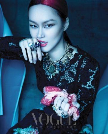 Lee_Hye_Jung___Vogue_Korea_August_2010___1