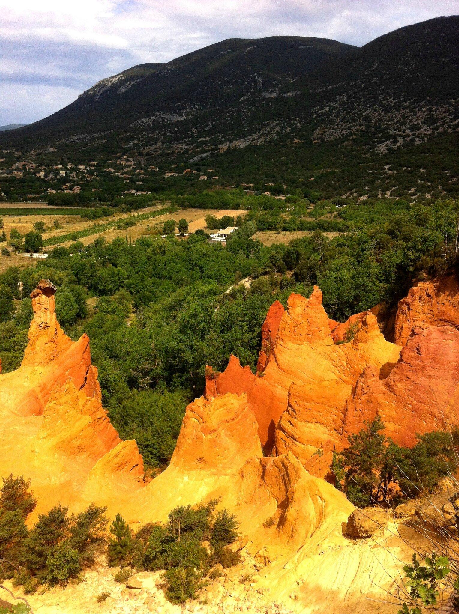 Rustrel, colorado provençal, cheminées des Fées (84)