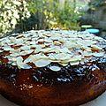 Gâteau au yaourt aux abricots caramélisés
