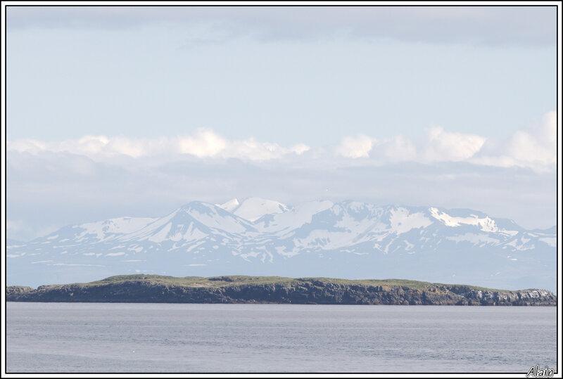 de l'eau, des cailloux et de la neige: c'est l'Islande