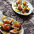 Bouchées apéritives au tataki de saumon, à l'avocat et à l'orange péi