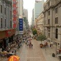 Rue commercante a Wuhan