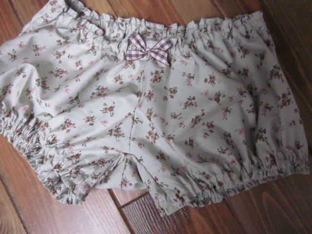 Culotte en coton vert suranné à fleurs et neoud à carreaux assorti (2)