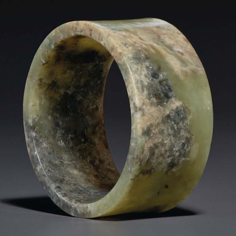 2021_NYR_19547_0701_000(an_olive-green_jade_bracelet_southeast_china_neolithic_period_3rd_mill124658)