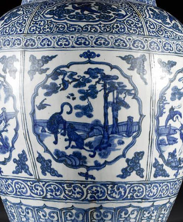 A_large_and_impressive_Ming_oviform_vase7