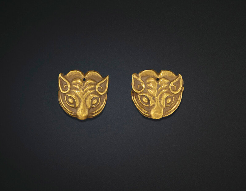2019_NYR_18338_0516_000(a_pair_of_small_gold_tiger-mask_ornaments_northwest_china_5th-4th_cent)