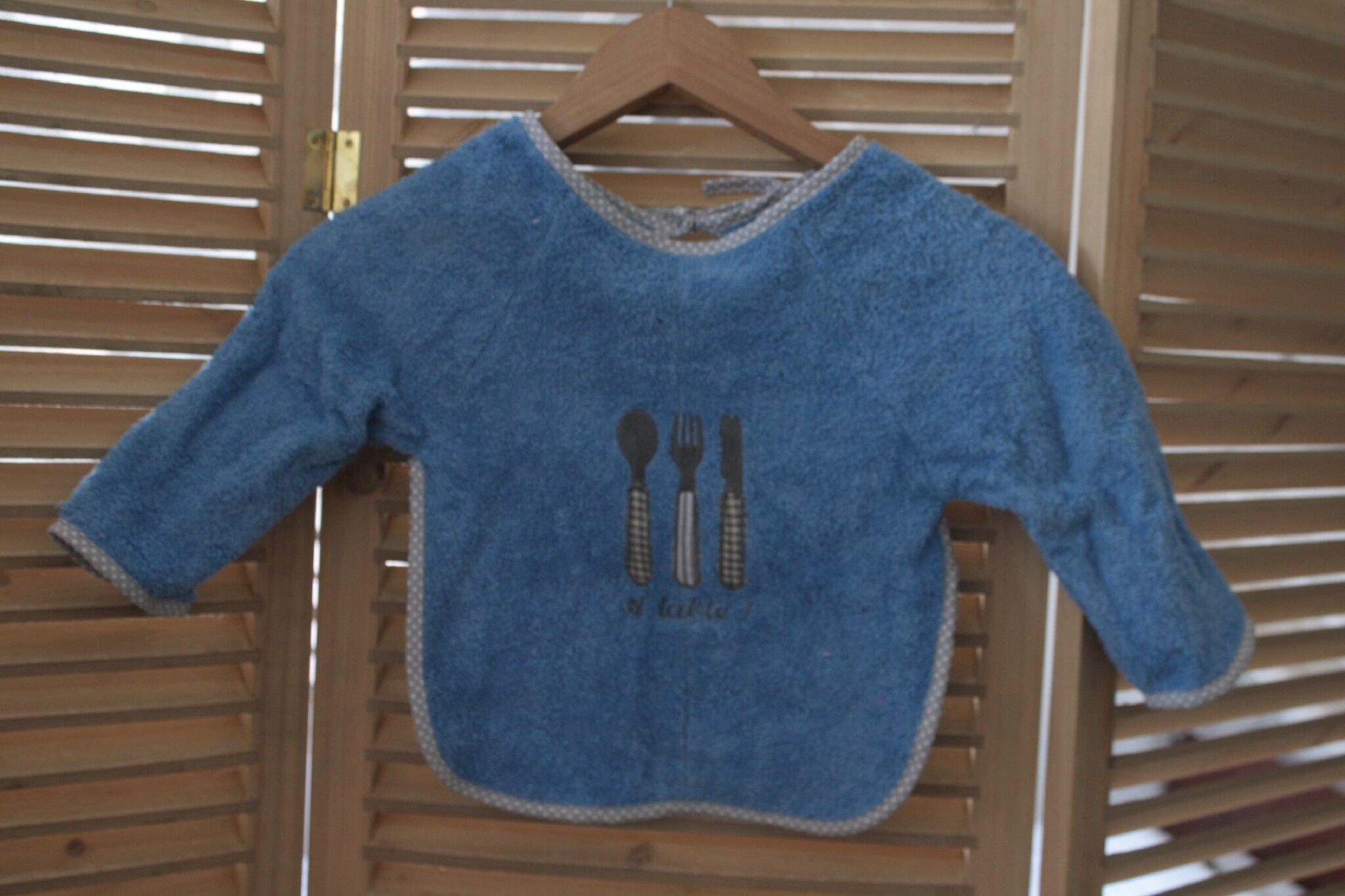 Serviette éponge bleue, brodée couverts, A table ! 15€, personnalisable pour 2€ de plus
