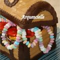 Coffre de pirate version fille gâteau chocolat détail
