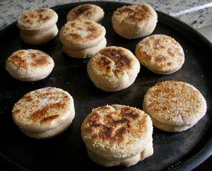 English_muffins_en_cuisson