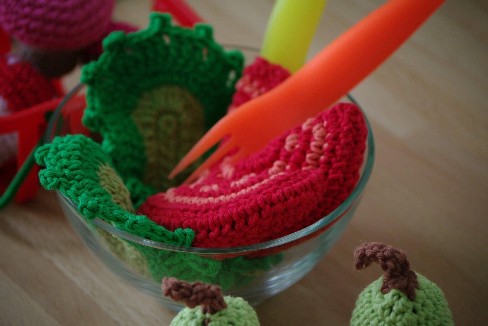 crocheter de la salade et des tomates