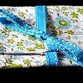 Pochette à barrettes printanière fleurie, en vert, turquoise et rose