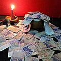 Fetiche ancestral du dieu legba qui vomie de l'argent
