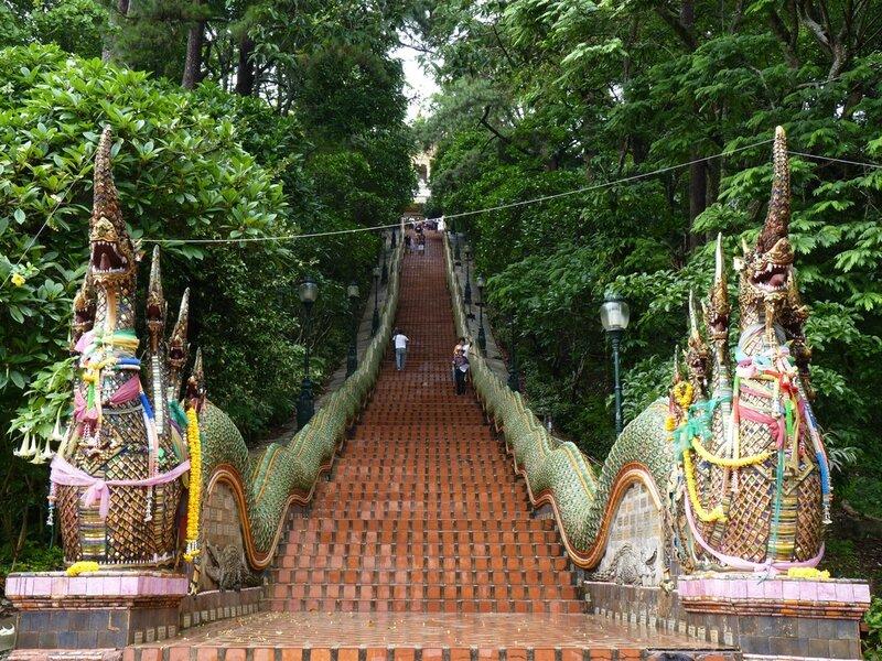 Thailand_Chiang-Mai_Wat-Phra-That-Doi-Suthep-5793959728_a94178b4ef_b
