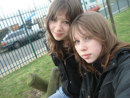 SiSterS_in_a_parc___