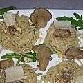 Nids de spaghettis aux champignons et aux noisettes