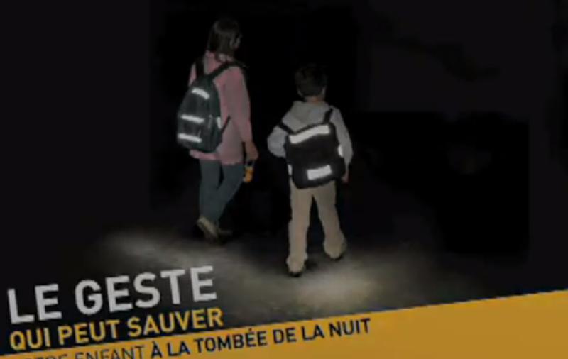conseil-securite-enfant-bandes-reflechissantes-video