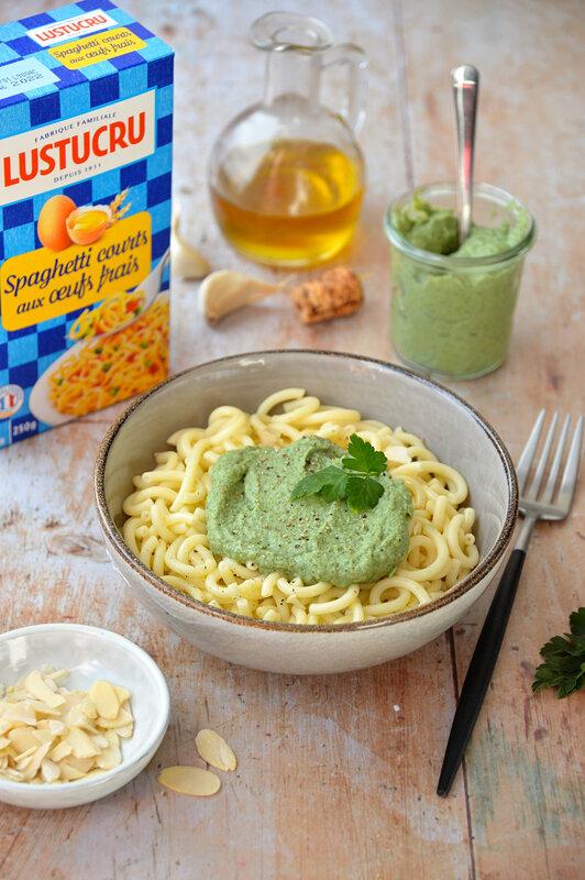 LUSTUCRU - pâtes sauce crèmeuse brocoli et amande