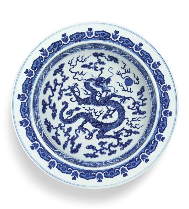 A large blue and white 'dragon' basin, Qing dynasty, Qianlong period