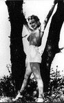 1951_JR_Eyerman_marilyn_tree_010_010