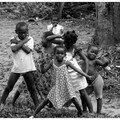 Enfants de brousse, village proche de M'bini