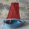 petit voilier de bassin, bois, peinture et voile d'origine VENDU