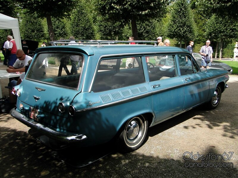 chevrolet-corvair-lakewood-wagon-1961-02