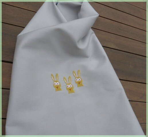 serviette de table enfant 3 lapins brodés