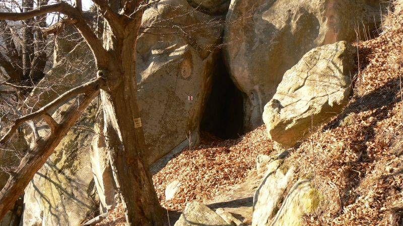 Fundul_Pesterii_Grotte_rupestre_Monts_de_Buzau_01