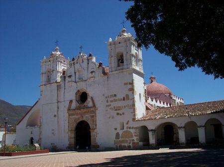800px_Iglesia_Teotitl_n_del_Valle_Oaxaca_Mexico