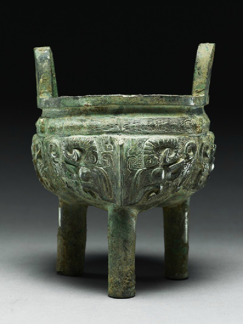 Ritual food vessel, or ding, Shang Dynasty, Anyang Period (1200 - 1050 BC), bronze, with handles 20.1 cm (height), without handles 15.6 cm (height), 15 cm max. (diameter). Presented by Sir Herbert Ingram, 1956. (EA1956.3516). Ashmolean Museum © Ashmolean M