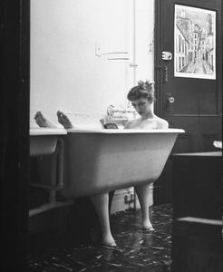 jo-ann-kemmerling-reading-a-book-while-taking-bath-nina-leen-1954