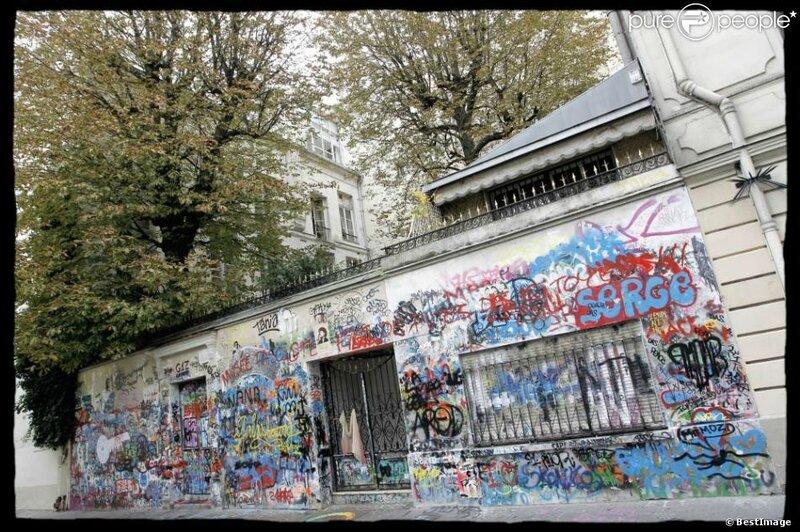 1171647-la-facade-taguee-de-la-maison-de-serge-950x0-1