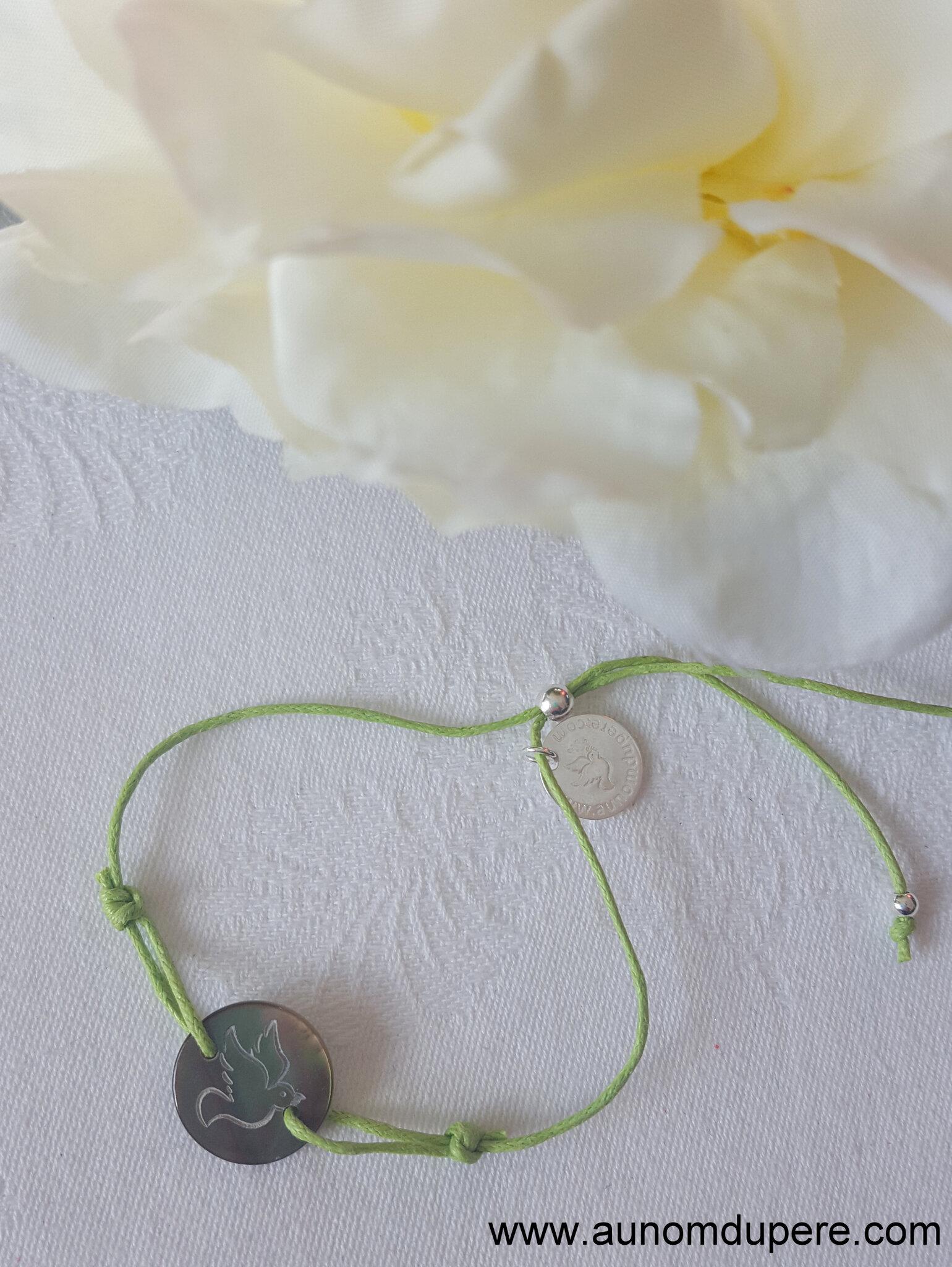 Bracelet médaille Esprit Saint en nacre (sur cordon vert) - 19 €