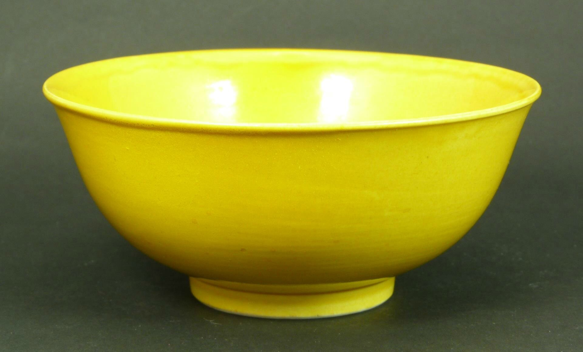 18th century Chinese yellow porcelain rice bowl