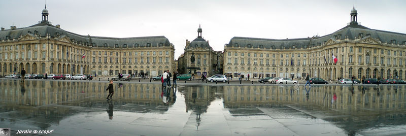 Place_de_la_Bourse_panorama