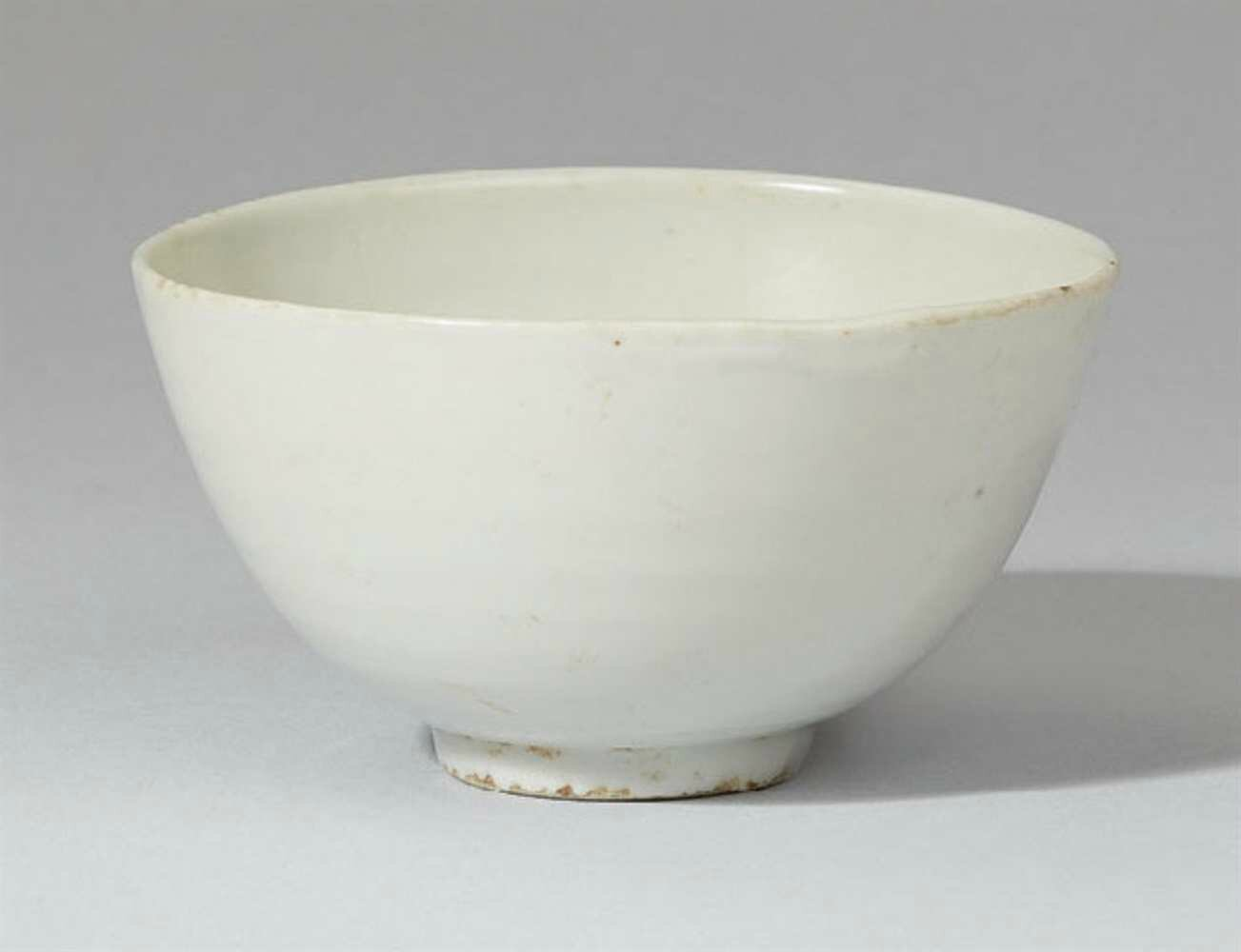 A greyish-white glazed bowl, Ming dynasty, 16th century