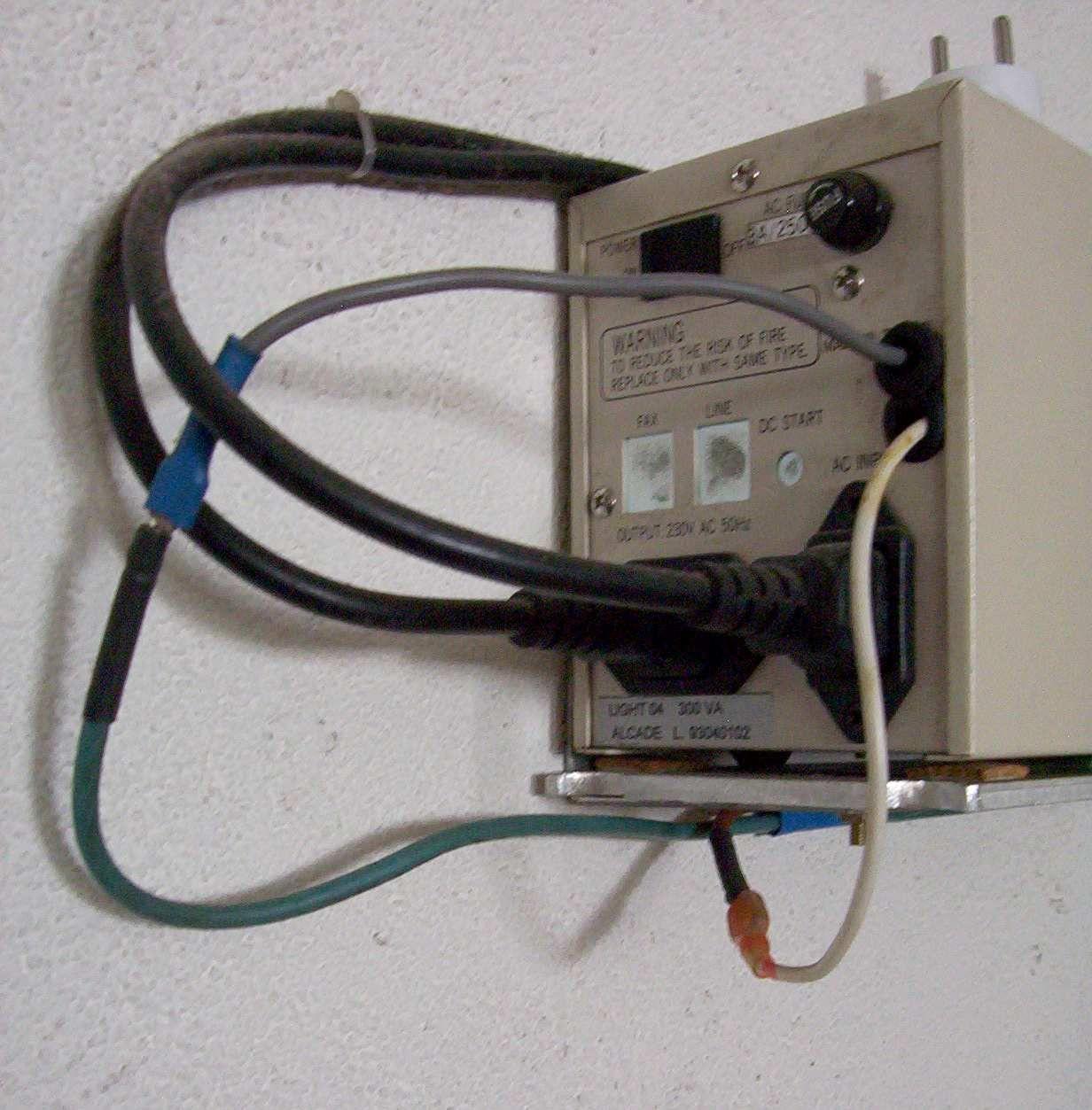 0700c4257a3048 soigneusement tout ce qui a été démonté puis vous sortirez les deux fils de  la batterie (De longueur différente ainsi que déjà évoqué).
