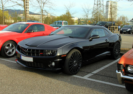 Chevrolet_camaro_SS_coupe__5th_generation__Rencard_Burger_King_avril_2011__01